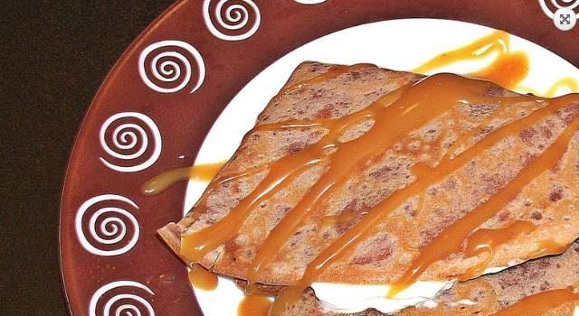 Clatite-cu-cacao-crema-Chantilly-si-caramel2