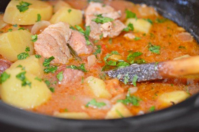 656x436_gulas-de-porc-la-slow-cooker-crock-pot-398256