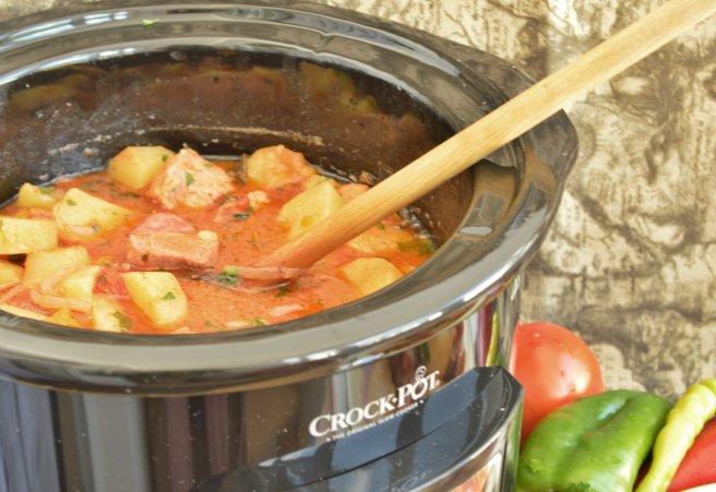 656x451_gulas-de-porc-la-slow-cooker-crock-pot-398286