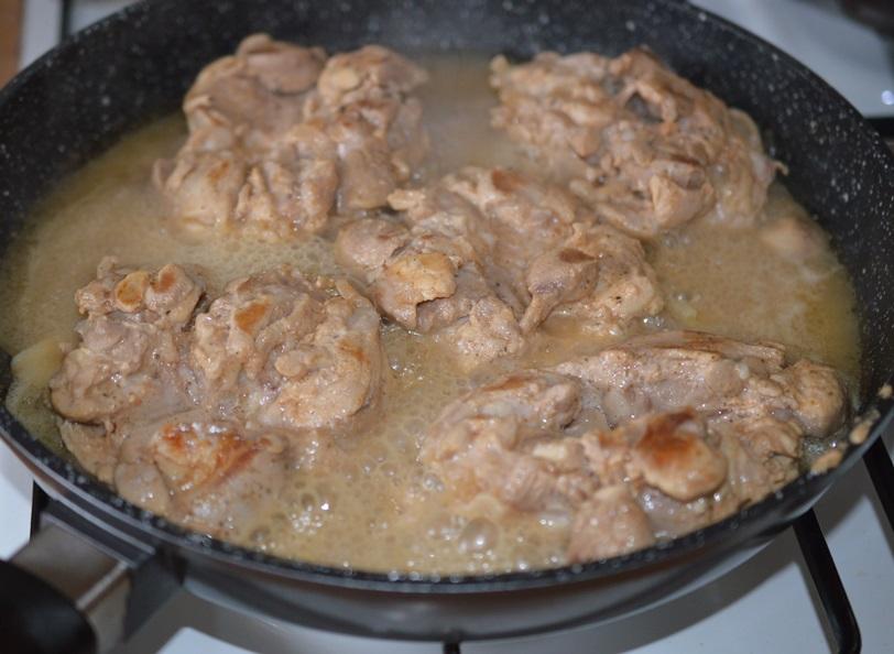 Pulpe dezosate in sos de iaurt