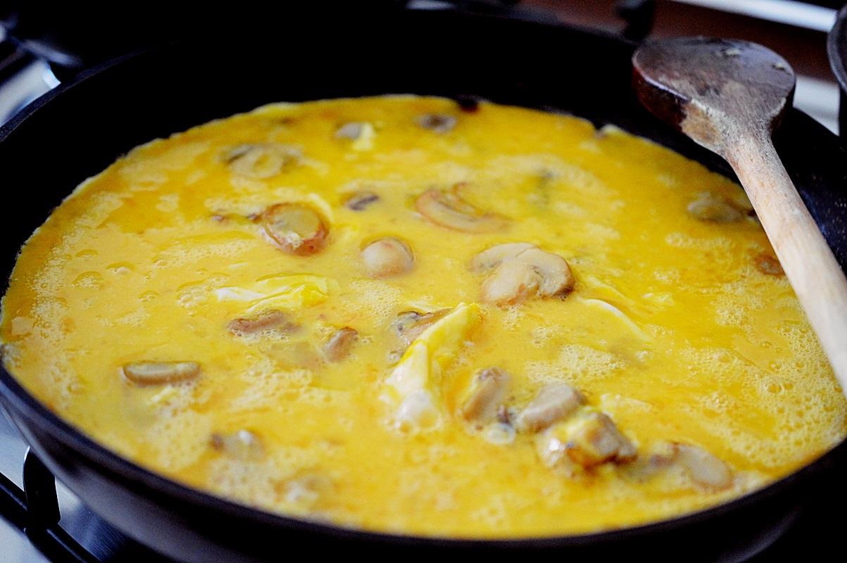 omleta cu ciuperci si cascaval