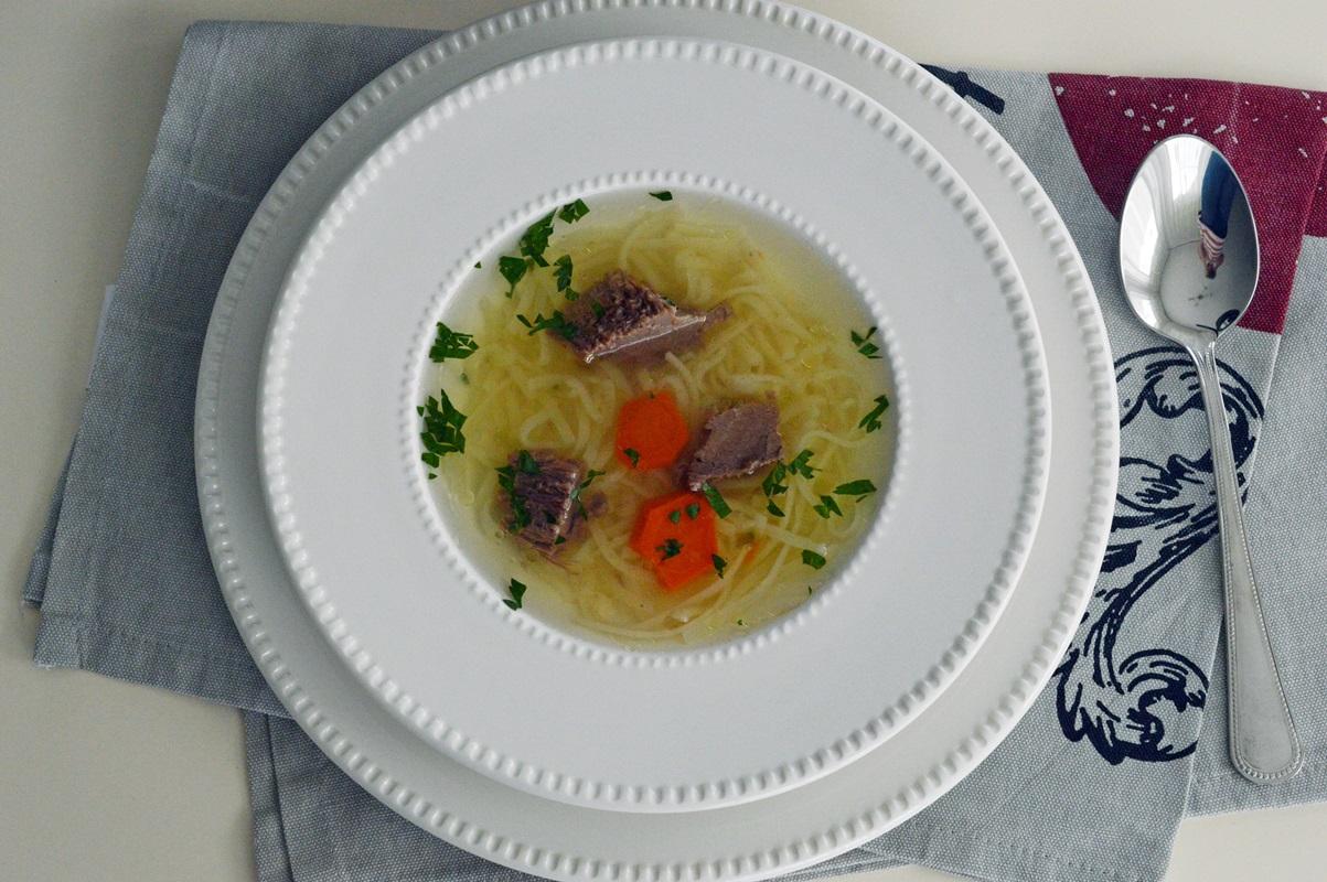 Supa de vita cu taitei