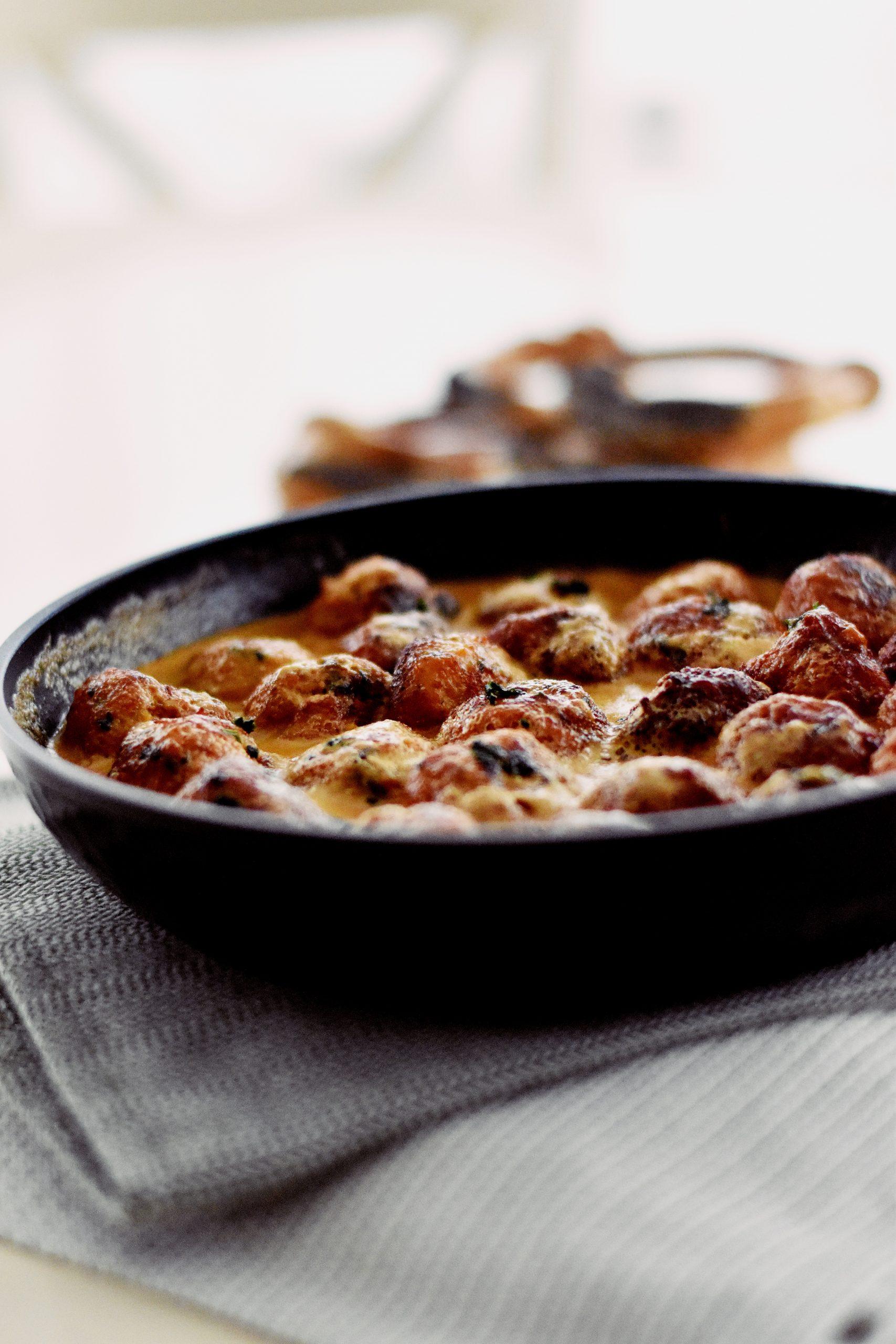Chiftelute in sos de smantana si mustar
