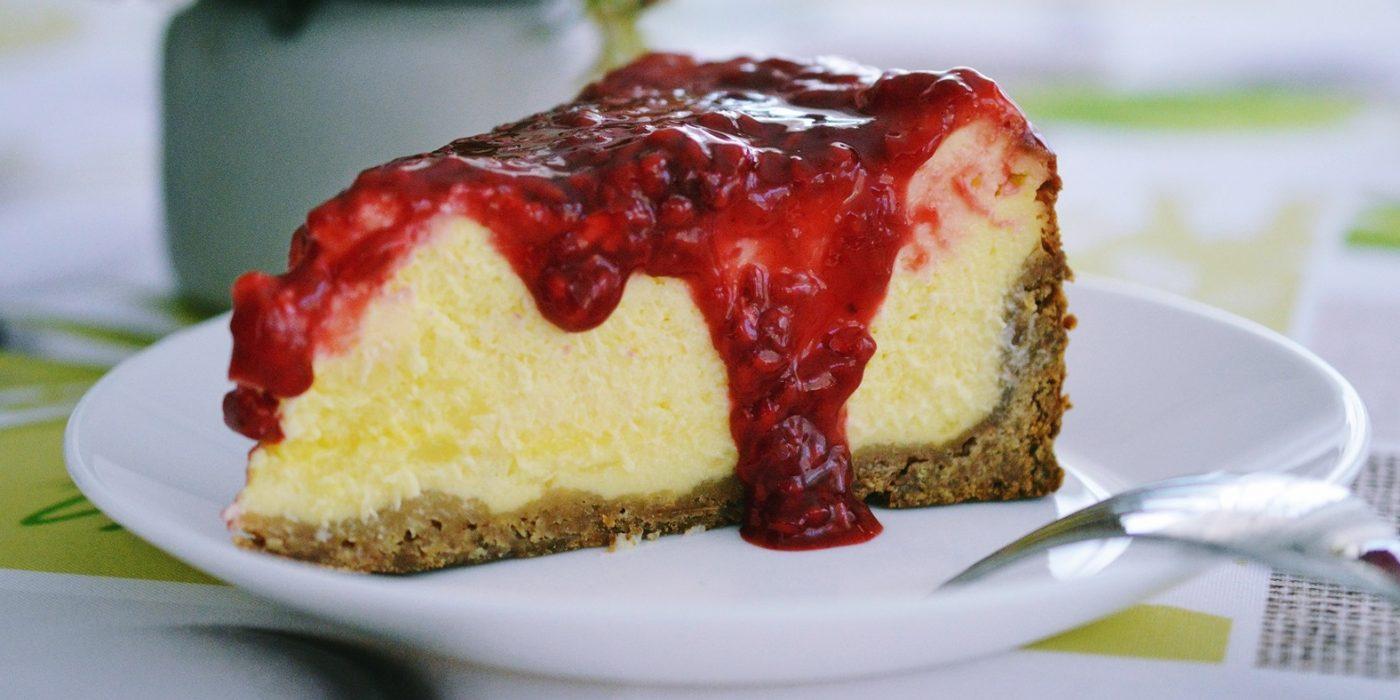 Cheesecake cu sos de zmeura-2